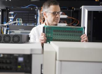 computer hardware engineers image